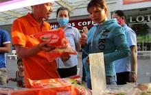 TP HCM đưa rau, thịt sạch xuống KCX bán cho công nhân