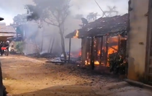 Hỏa hoạn thiêu rụi 3 căn nhà gần chợ