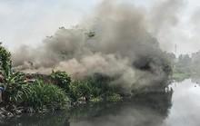 Cơ sở thu mua phế liệu đổ sập trong đám cháy