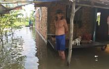 Người dân ở làng biệt thự hoảng hốt khi nước tràn vào nhà lúc rạng sáng