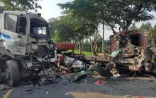 2 xe container đối đầu kinh hoàng, cuộn thép 30 tấn văng xuống đường