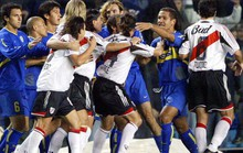Siêu kinh điển Boca Juniors - River Plate lấn át derby Manchester