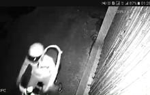 Truy tìm nam thanh niên tạt nhớt vào nhà dân lúc nửa đêm để khủng bố