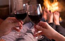 Uống rượu trước khi yêu: Thăng hoa hay nguy hiểm?