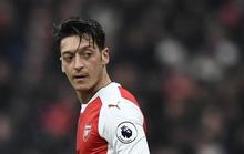 Ozil từ chối lương 30 tỉ đồng/tuần để ở lại Arsenal