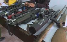Đột nhập 1 xưởng chế tạo súng trái phép