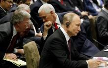 Họp ASEAN, ông Putin nói chuyện riêng với Phó Tổng thống Mỹ