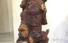 Bê một tượng Phật trang trí, vài giờ sau bị tóm