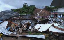 Thủ tướng thăm hỏi, chia buồn nạn nhân mưa lũ