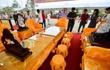 Choáng với bộ bàn ghế đá quý giá 8 tỷ tại Hà Nội