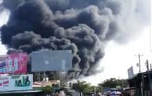Cháy kho chứa thùng mút gần cầu Mỹ Thuận