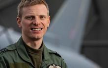 Bay trong bão, phi công Anh phóng tên lửa xử gọn 4 xe tải IS