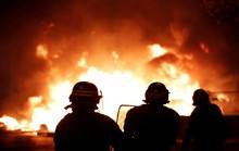 Lửa và đụng độ: Điều gì diễn ra trong cuộc biểu tình chống tăng giá xăng ở Pháp?