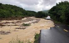 Khánh Hòa: Cầu sập, cô lập nhiều nơi do ảnh hưởng bão số 9