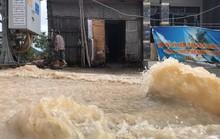 Đường ở Nha Trang biến thành suối, đá tảng lăn đầy đường