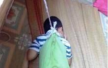 Phẫn nộ hình ảnh bé trai 4 tuổi bị nhốt trong phòng học, buộc dây treo lên