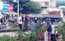 Băng qua đường sắt, 1 phụ nữ đi xe máy bị tàu hỏa tông tử vong
