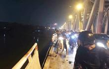 Vụ xe Mercedes rơi xuống sông: Có tông xe máy và có thêm nạn nhân hay không?