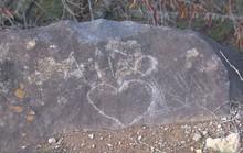 Vụ vẽ bậy trên phiến đá ở Nhật: Xin chớ vội ném đá người Việt ta!