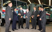 VWS trao tặng 6 siêu xe vận chuyển rác
