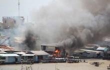 Người già, trẻ nhỏ chạy tán loạn khi cháy dãy nhà ven chợ nổi Cái Răng