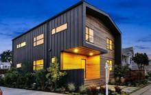 Ngôi nhà gỗ đơn giản bên ngoài, hiện đại bên trong