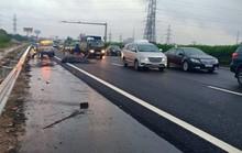 Cuộn sắt rơi trên cao tốc Pháp Vân-Cầu Giẽ, 3 ôtô tông nhau liên hoàn