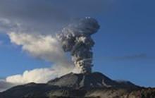 Dùng flycam quan sát núi lửa 'sôi sùng sục' tại Peru