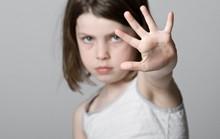 Cần dạy trẻ trai về xâm hại tình dục để biết phản kháng, thoát thân
