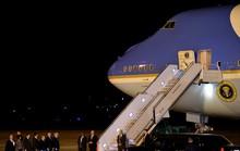 Ông Trump đóng cửa chính phủ, đưa Không lực Một đến đón ông Bush cha