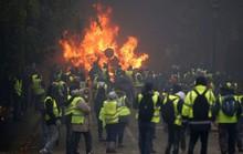 """Bạo loạn """"áo ghi-lê vàng"""": Không còn nhận ra trung tâm Paris!"""