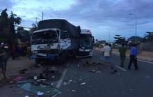 Xe chở đoàn khách du lịch TP HCM gây tai nạn, 2 người chết