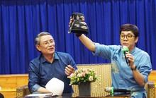 NSƯT Thành Lộc khen sinh viên phục chế y quan 13 triều Nguyễn