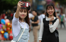 Clip: Biển người đổ về phố đi bộ Nguyễn Huệ đón năm mới