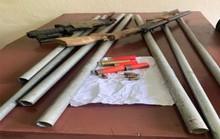 Vác dao kiếm, súng hoa cải tới quán ăn hỗn chiến, bắn đối thủ nhập viện