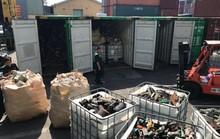 Phế liệu, rác thải công nghiệp ngụy trang trong 20 container máy móc