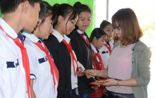 Mang niềm vui đến học sinh nghèo ngày giáp Tết