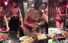 Tri ân khách, nhà hàng lẩu cho người mẫu mặc bikini phục vụ