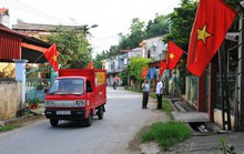 Treo cờ đón tết, 2 vợ chồng bị điện giật nhập viện