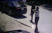 Clip táo tợn nổ súng vào nhà dân, phóng hỏa đốt xe ô tô