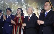 Tổng Bí thư dâng hương ở Tượng đài Lý Thái Tổ, chúc Tết người dân