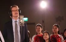 Cùng nghe Đại sứ Thụy Điển hát Happy New Year bằng tiếng Việt