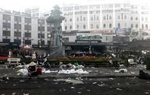 Có đám đông là có rác: Đừng đổ cho người dân!