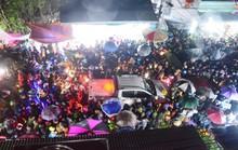 Đội mưa đi chợ Viềng mua may bán rủi