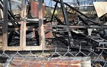 Hoảng loạn khi bà hỏa thiêu rụi xưởng gỗ rồi lan sang nhà dân