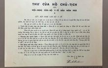 Trao thư Hồ Chủ tịch gửi tặng cán bộ y tế năm 1955
