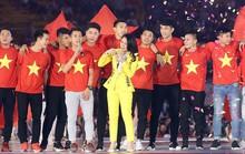 Clip Hồng Duy song ca với Mỹ Tâm khi U23 Việt Nam giao lưu lần cuối