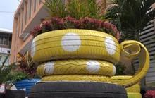 Độc đáo chậu hoa kiểng Tết được làm bằng vỏ xe ô tô cũ