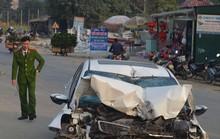 Tông xe tải đậu bên đường, xe con dập nát, tài xế tử vong
