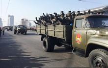 Lạ lùng Triều Tiên lặng lẽ diễu binh
